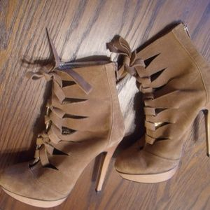 Pelle Moda Tan Suede/Leather Lace-up Booties